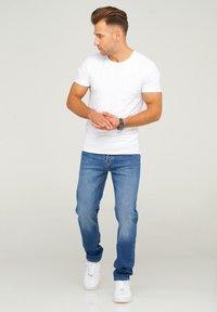 Jack & Jones - JJIMIKE JJARIS - Straight leg jeans - dark blue denim - 1