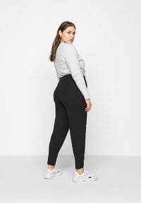 CAPSULE by Simply Be - TAPERED LEG TROUSERS 2 PACK  - Trousers - black/grey - 2
