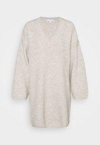 V DRESS - Jumper dress - mink