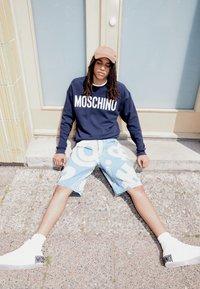 MOSCHINO - TROUSERS - Denim shorts - fantasy blue - 2