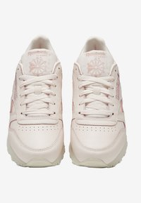 Reebok Classic - CLASSIC LEATHER SHOES - Sneakers - pink/white/off-white - 7