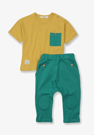 ARRAY PATCHED POCKET - Trousers - mustard yellow