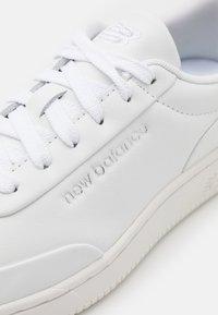 New Balance - COURT UNISEX - Baskets basses - white/green - 7