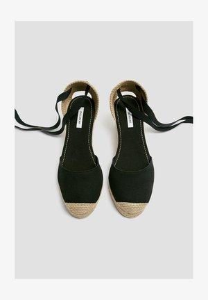 Schnürpumps - black