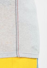 Tommy Jeans - Print T-shirt - light grey heather - 5