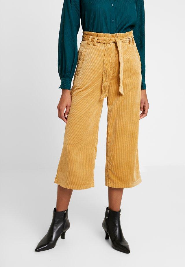 CULOTTE - Spodnie materiałowe - amber yellow