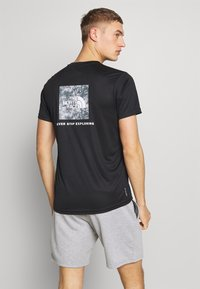 The North Face - REAXION BOX TEE - T-shirt imprimé - black - 2