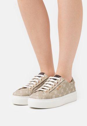 CORTINA DAPHNE - Sneaker low - khaki