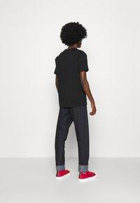 Vivienne Westwood - HEART CLASSIC - Print T-shirt - black - 5