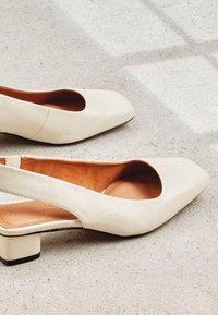 Next - Classic heels - off white - 5
