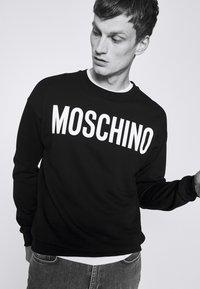 MOSCHINO - Sweatshirt - black - 3