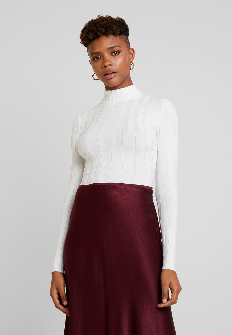 Missguided - EXTREME HIGH NECK - Long sleeved top - white