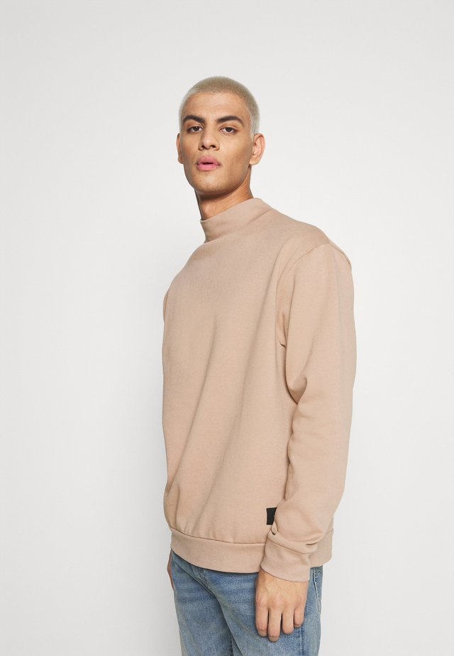 FUNNEL NECK CREW - Sweatshirt - tan