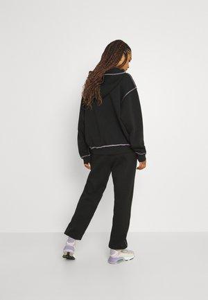 BOOYAH OFF BLACK SWEATPANTS - Teplákové kalhoty - off black