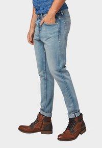 TOM TAILOR DENIM - CONROY TAPERED  - Jeans Tapered Fit - light stone blue denim - 3