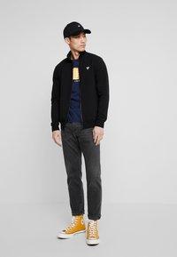 Guess - FOX TRACK  - Zip-up hoodie - jet black - 1