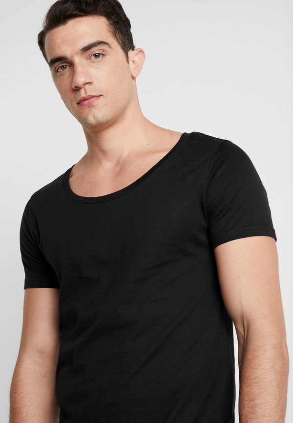 Pier One T-shirt basic - black/czarny Odzież Męska QKYL