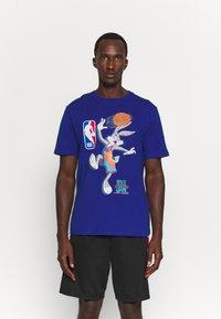 Outerstuff - NBA SPACE JAM 2 THE HOOK TEE - Print T-shirt - blue - 0