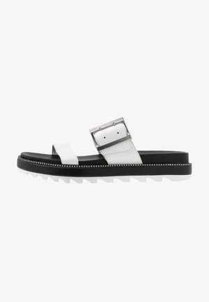 ROAMING BUCKLE SLIDE - Pantofle - sea salt