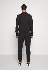 HUGO - DOAK - Teplákové kalhoty - black - 2