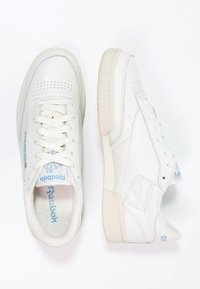 Reebok Classic - CLUB C 85 VINTAGE SOFT LEATHER SHOES - Trainers - chalk/paper white/blue/red - 1