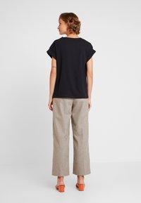 Moss Copenhagen - ALVA TEE - Basic T-shirt - black - 2