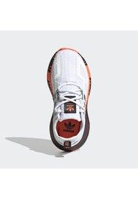adidas Originals - ZX 2K UNISEX - Matalavartiset tennarit - ftwr white/silver met./core black - 3