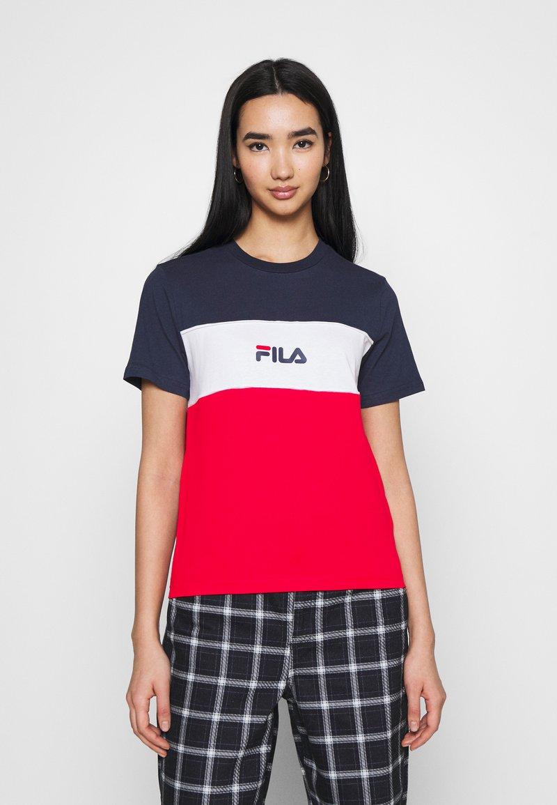 Fila - ANOKIA BLOCKED TEE - T-shirt print - true red/black iris/bright white
