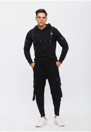 MIT KAPUZE - Trainingsanzug - schwarz