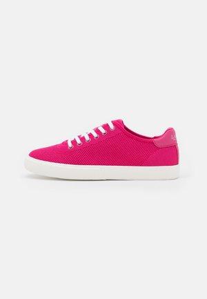 FLY JAYLIN - Matalavartiset tennarit - bright pink