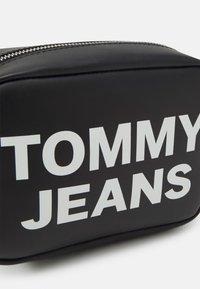 Tommy Jeans - ESSENTIAL CAMERA BAG - Skulderveske - black - 4