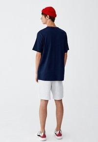PULL&BEAR - MIT BRUSTTASCHE - T-shirt - bas - dark blue - 2