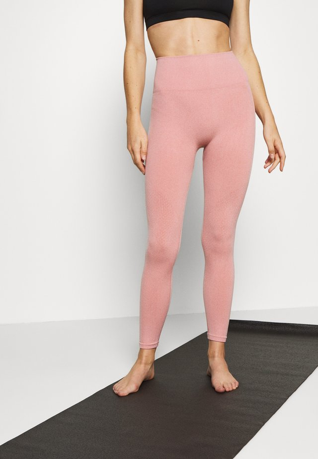 SEAMLESS 7/8 - Leggings - rust pink/white