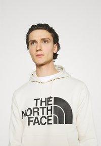 The North Face - STANDARD HOODIE - Luvtröja - vintage white - 3