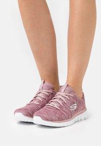 Skechers Sport - GRACEFUL - Zapatillas - mauve/white - 0