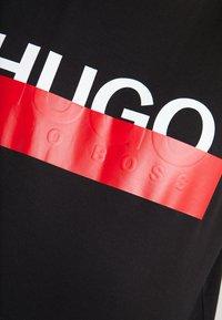 HUGO - DOLIVE - T-shirt con stampa - black - 5