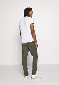 Burton Menswear London - SLIM WASHED - Trainingsbroek - khaki - 2