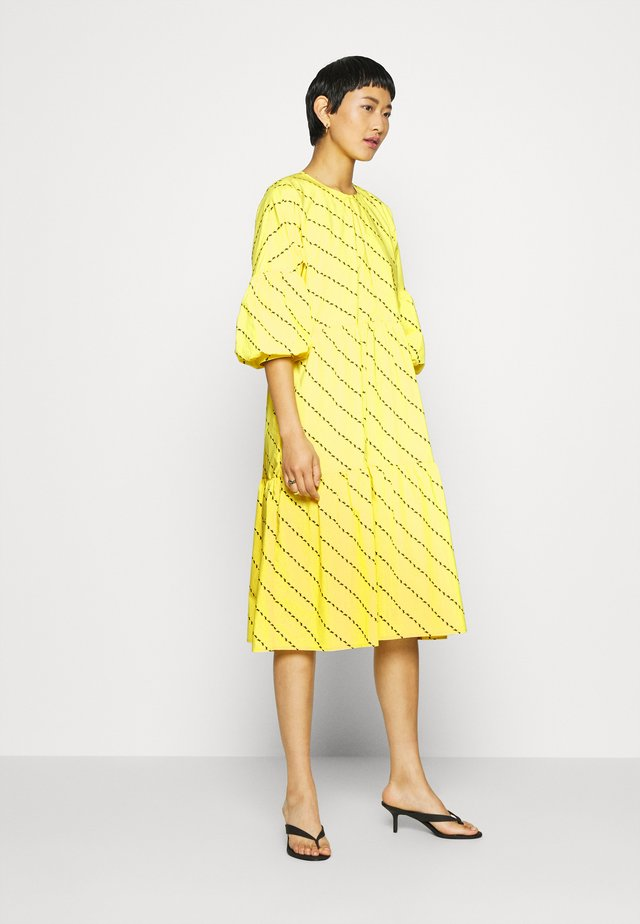 AMBER DRESS - Korte jurk - yellow