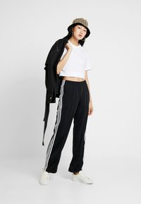 adidas Originals - FIREBIRD ADICOLOR TRACK PANTS - Träningsbyxor - black - 2