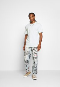 Jaded London - SCRIBBLE GRAFFITI SKATE JEANS - Relaxed fit jeans - blue - 1