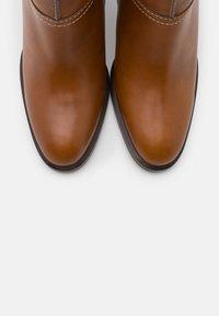 See by Chloé - Kotníková obuv na vysokém podpatku - cammello - 6