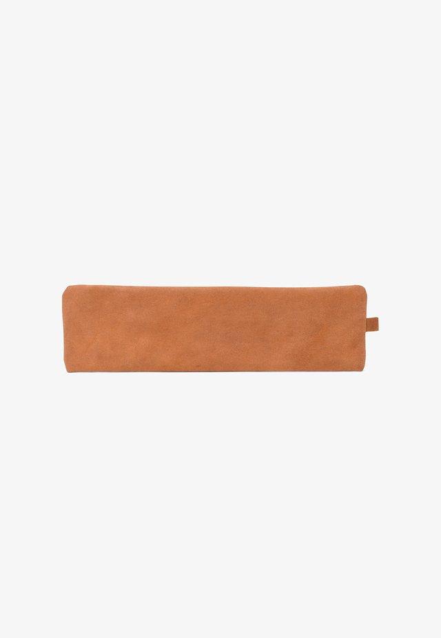 FORT VAUX - Pencil case - brown