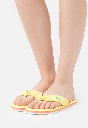 POOL FLOAT - Sandály s odděleným palcem - yellow