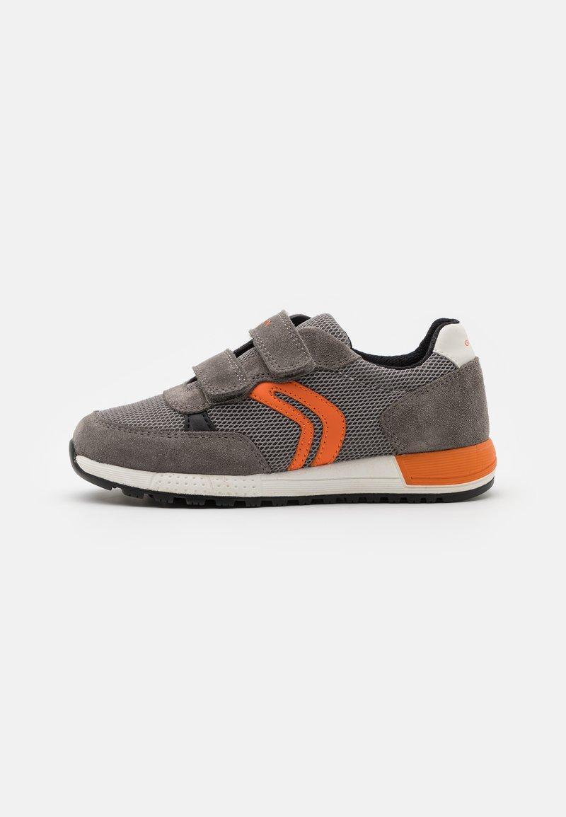 Geox - ALBEN BOY - Tenisky - grey/orange