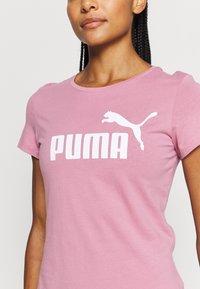 Puma - LOGO TEE - T-shirt con stampa - foxglove - 4