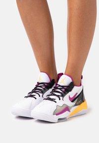 Jordan - ZOOM '92 - Zapatillas altas - white/cactus flower/black/smoke grey/laser orange - 1