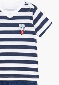 Guess - POLO SHORTS BABY SET  - Denim shorts - white/blue stripe - 4