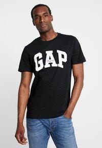 GAP - ORIG ARCH  - Print T-shirt - true black - 0