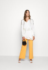 Missguided - PLUNGE TIE WAIST BLOUSE - Blouse - ivory - 1