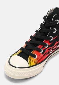 Converse - CHUCK 70 ARCHIVE FLAME HI UNISEX - Baskets montantes - black/enamel red/egret - 4